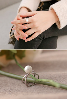 X Line Pearl Ring <br>