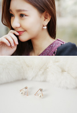 Triangle Pearl Cubic earring <br>
