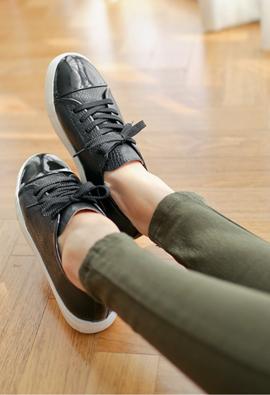 Enamel Point Sneakers <br>