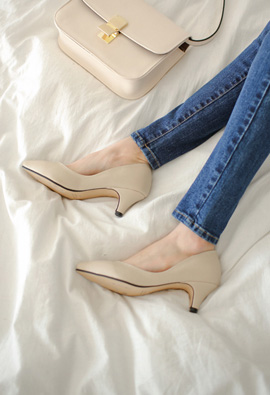 The line is too Pretty middle heeled <br>