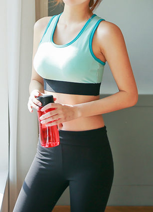 (Cap built) band coloring backpoint Sport bra top <br>