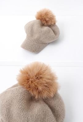 [Model wearing item] ACC.13 <br>