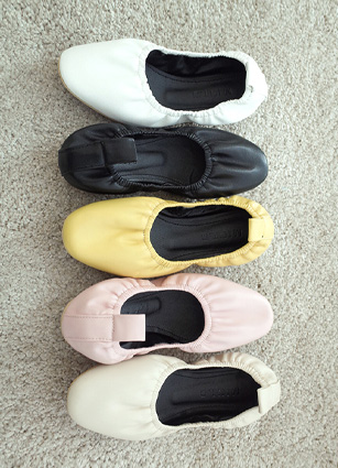 Good grip! Nostelgia Banding Flat Shoes <br>