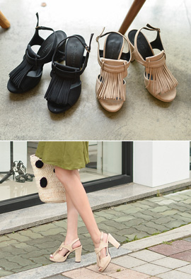 [Model wearing item] SHOES. 111 <br>