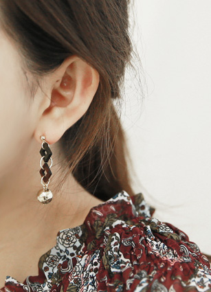 Square wood one ball earring <br>
