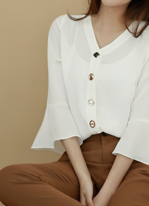 Jewel Button Decoration VLine Frill Sleeves Blouse <br> <b>(Broadcast sponsorship)</b> <br>