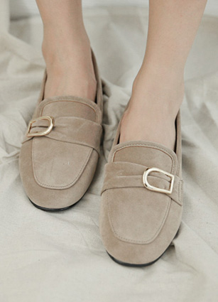 "Delicate gold buckle Suede Loafers <br> <font color=""#ed1558""><b>[height heel: 2.5cm]</b> <br></font>"