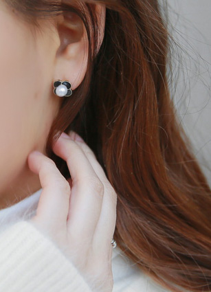 Flower onyx pearl earring (Silver Post) <br>