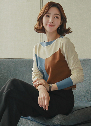 Feminine Lips neckline 3-Color Color Knit <br>