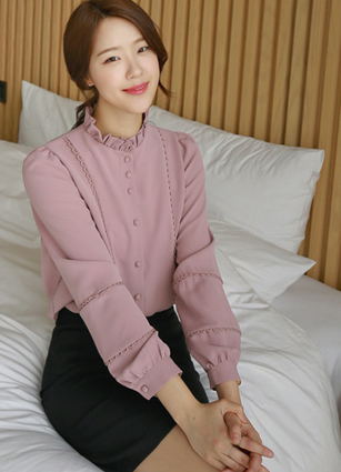 Eyelet Ruffle Soybean button Blouse <br>