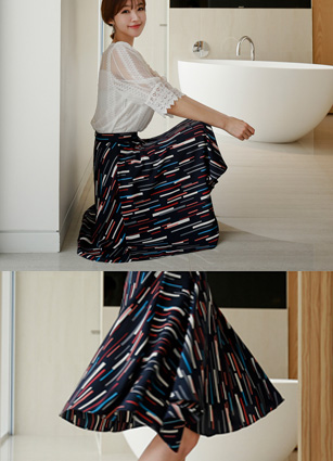 Queens Graphics Flare Skirt <B>(S, M)</b>