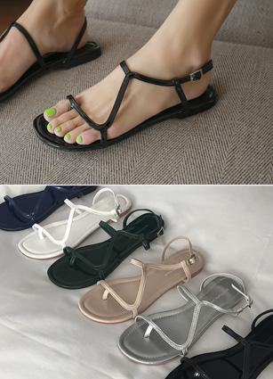Croissant Enamel Split Strap Sandal <br> <FONT color=#980000>◆ Remaining Quantity: Beige / 250 1 pair</font> <br>