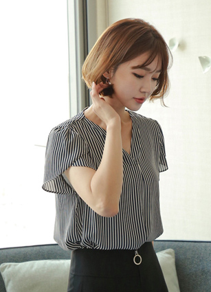 Tobu Tulip Sleeve Stripe Blouse <br> [Later 111Piece] (Broadcast sponsorship) <br>