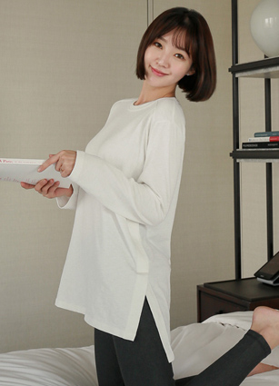 <b><FONT color=#980000>Just, 2,000 won per day discount</font></b> <br> Mog Incision Untitled Long T-shirt <br>