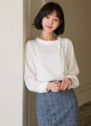 Living pearl tie Boat neck Blouse <br> <b>(Broadcast sponsorship)</b> <br>