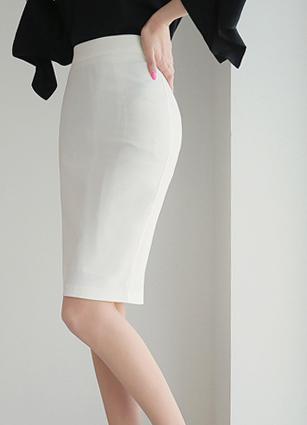 Slim HLine Skirt <B>(S, M, L)</b> <br> <FONT color=#980000>◆ Remaining Quantity: 1 Black / S, 1 Black / M, 1 Navy / M</font> <br>