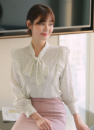 <b><FONT color=#980000></FONT></b> <br> Sweet Frill Ribbon Blouse <br> (Broadcast sponsorship)
