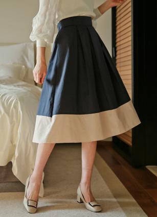 Myel Hem Coloring Back Bending Back Wrinkles Skirt <br>