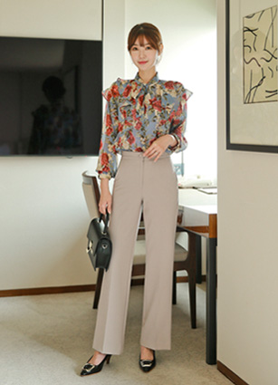 <b><FONT color=#980000>CodySET ◆ 10% discount</font></b> <br> Kylin Ribbon Frill Flower Chiffon + <br> Mania Secret Bending Boot Cut Slacks