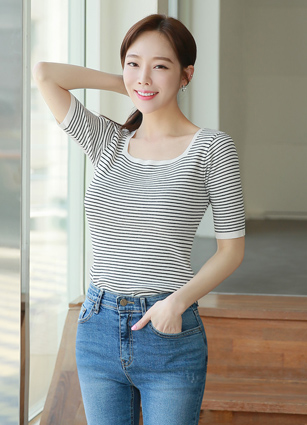 <b><FONT color=#980000>new ◆ 7% discount</font></b> <br> Square City Neck Stripe Knit <br>