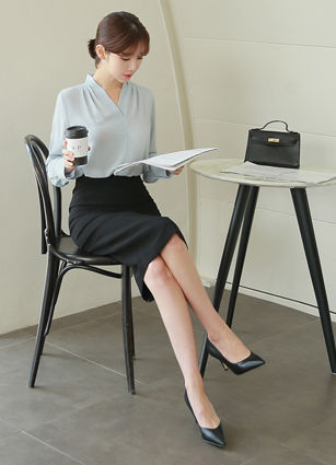 <b><FONT color=#980000>CodySET 10%</font></b> <br> Loeb Finch Shirring VNeck Blouse + <br> Vecchio Sophistication HLine Midi Skirt