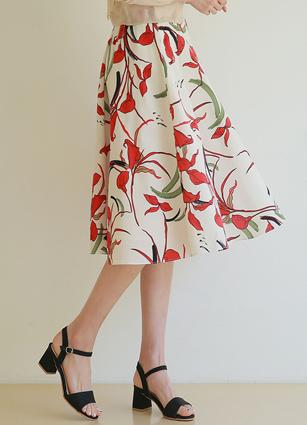 Karine Flower Rear Banding Button Flare Skirt
