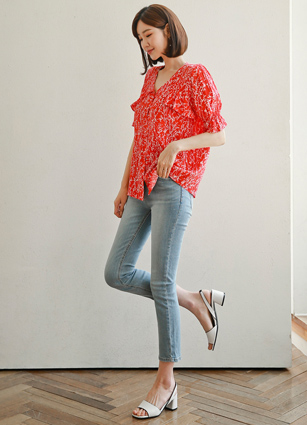 <b><FONT color=#980000>CodySET 10%</font></b> <br> D & VNeck Frill Pattern Blouse + <br> Evry Secret Bending 9Part Slim Date Denim (342)