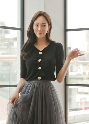 Button Shirring VNeck Knit