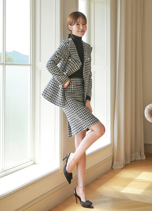 <b><FONT color=#980000>CodySET15% discount</font></b> <br> Carty Check Tweed Jacket + Skirt