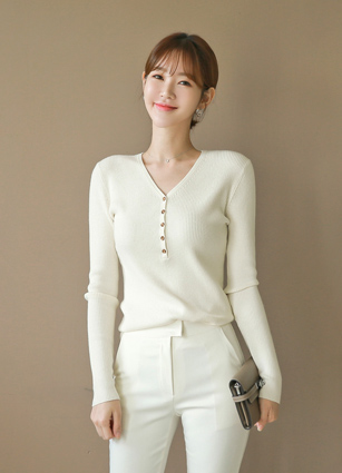 <b><FONT color=#980000>Special Deal! 15% more when purchasing 1 piece More</font></b> <br> Holic VNeck Button Golgi Knit <br>