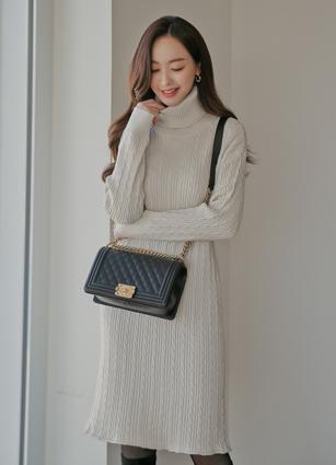 <b><FONT color=#980000>New 10%</font></b> <br> Drian Pretzel Knit One-piece dress <br>